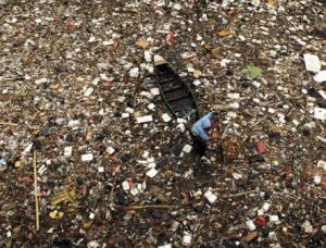 ống hút nhựa có thể mất hàng trăm năm để phân hủy hoàn toàn, kéo dài tới 200 năm trong các bãi rác